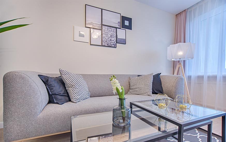 Colocar cuadros encima del sofá: Consejos para evitar un ...